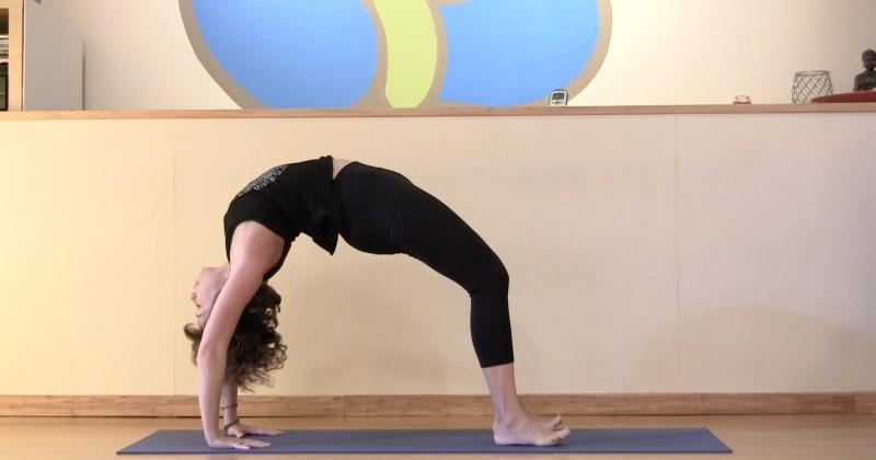 Upward Bow or Wheel Pose - Urdhva Dhanurasana | Yogis ...